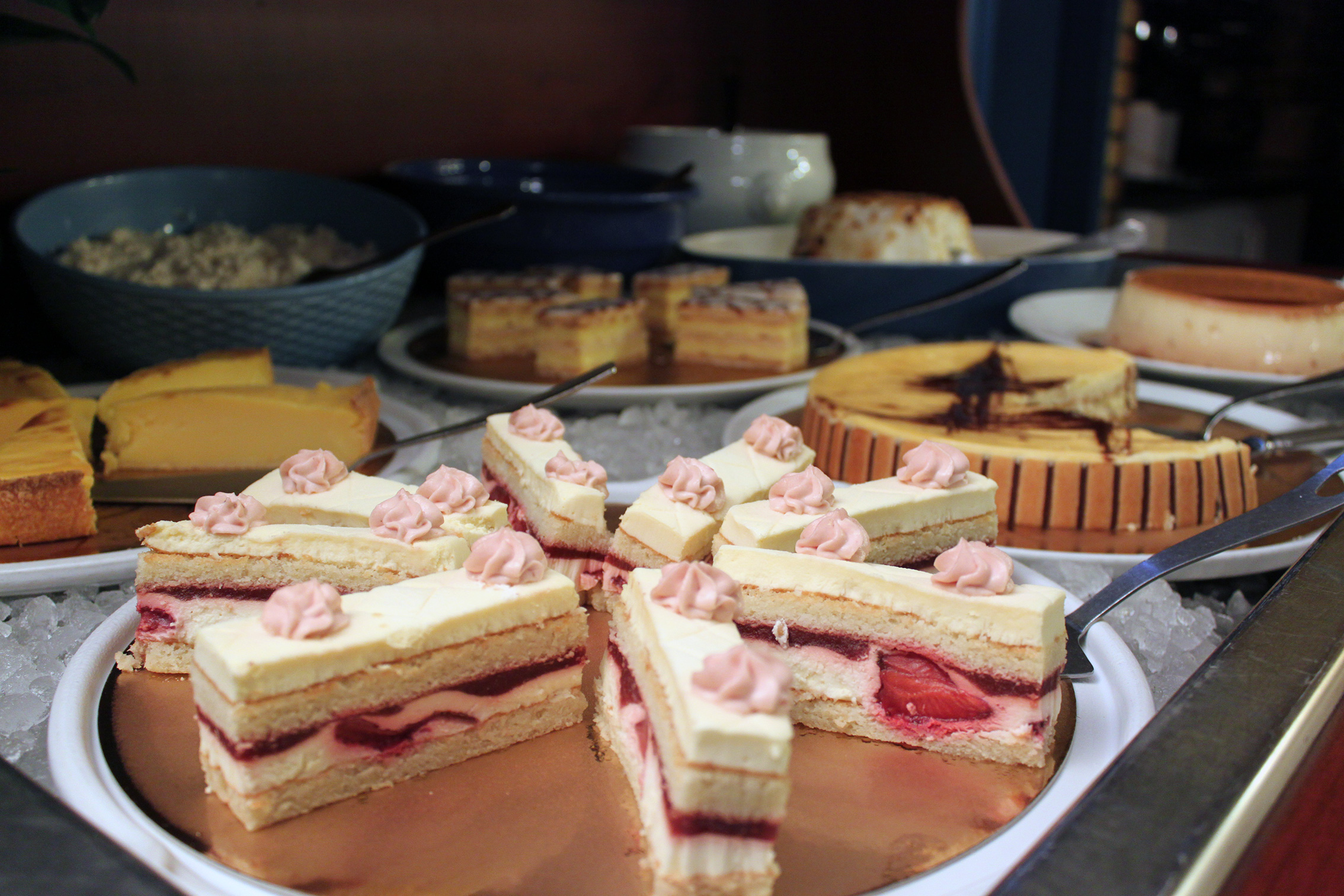 Buffet desserts à volonte hotel bleu france cergy pontoise eragny
