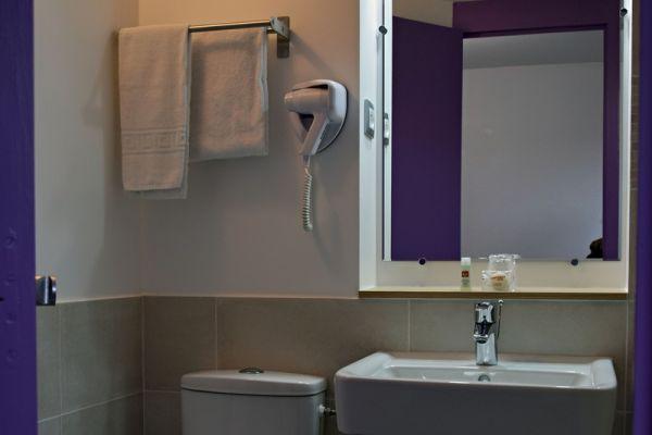 hotel-bleu-france-eragny-contact-hotel-109FEF84FA-25B7-4D65-94C2-418345AF880F.jpg
