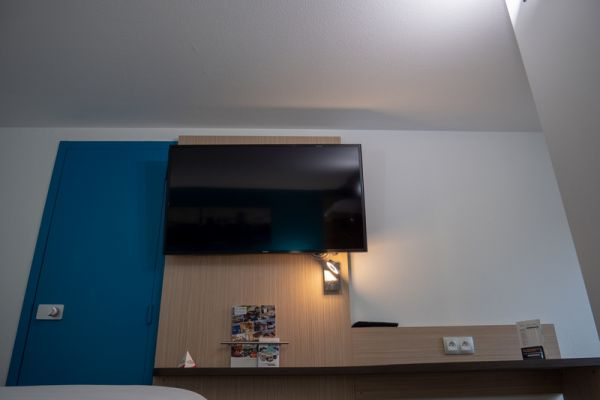 hotel-bleu-france-eragny-contact-hotel-26BD83CFBF-7336-4657-AD20-ED329309A67F.jpg
